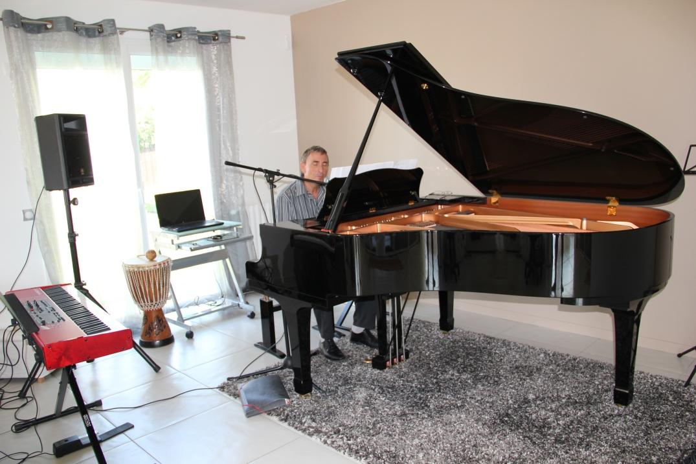 Gérard , élève au piano chant